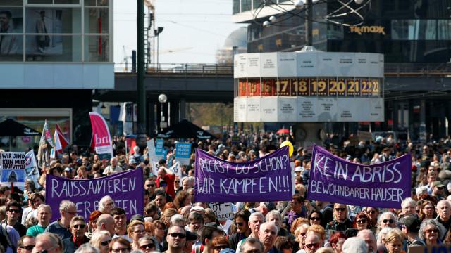 Lançada em Berlim petição para expropriar imobiliárias