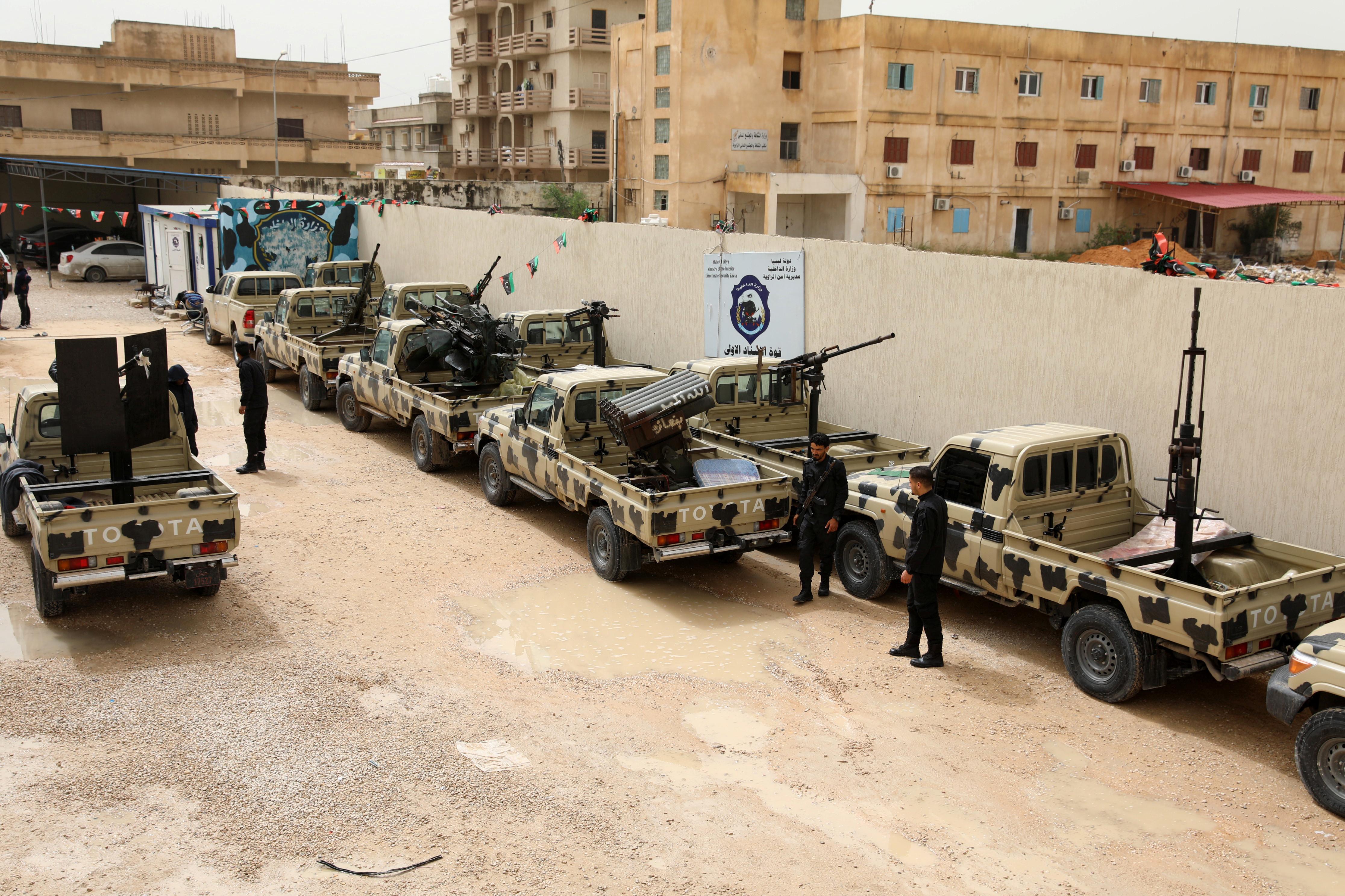 Forças do marechal Khalifa Haftar sofrem raide aéreo a sul de Tripoli