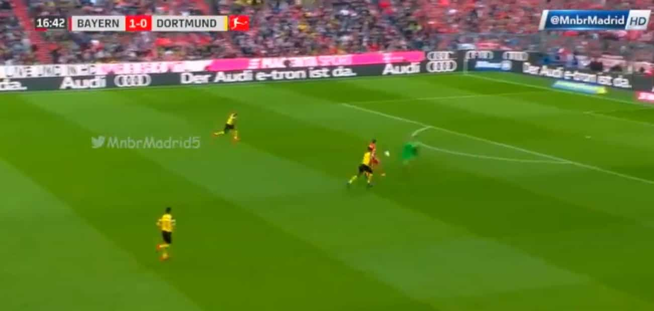 Lewandowski aplicou golpe de ninja após erro grosseiro do Dortmund