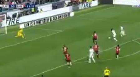 Insultos racistas? Kean responde com golo da vitória frente ao AC Milan