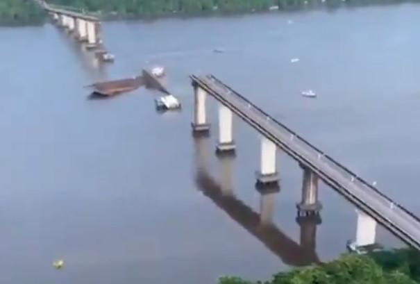 Ponte colapsou no Brasil. Há pessoas desaparecidas