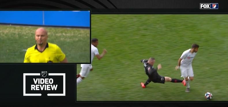 Rooney perdeu a cabeça e foi expulso após entrada 'assassina'