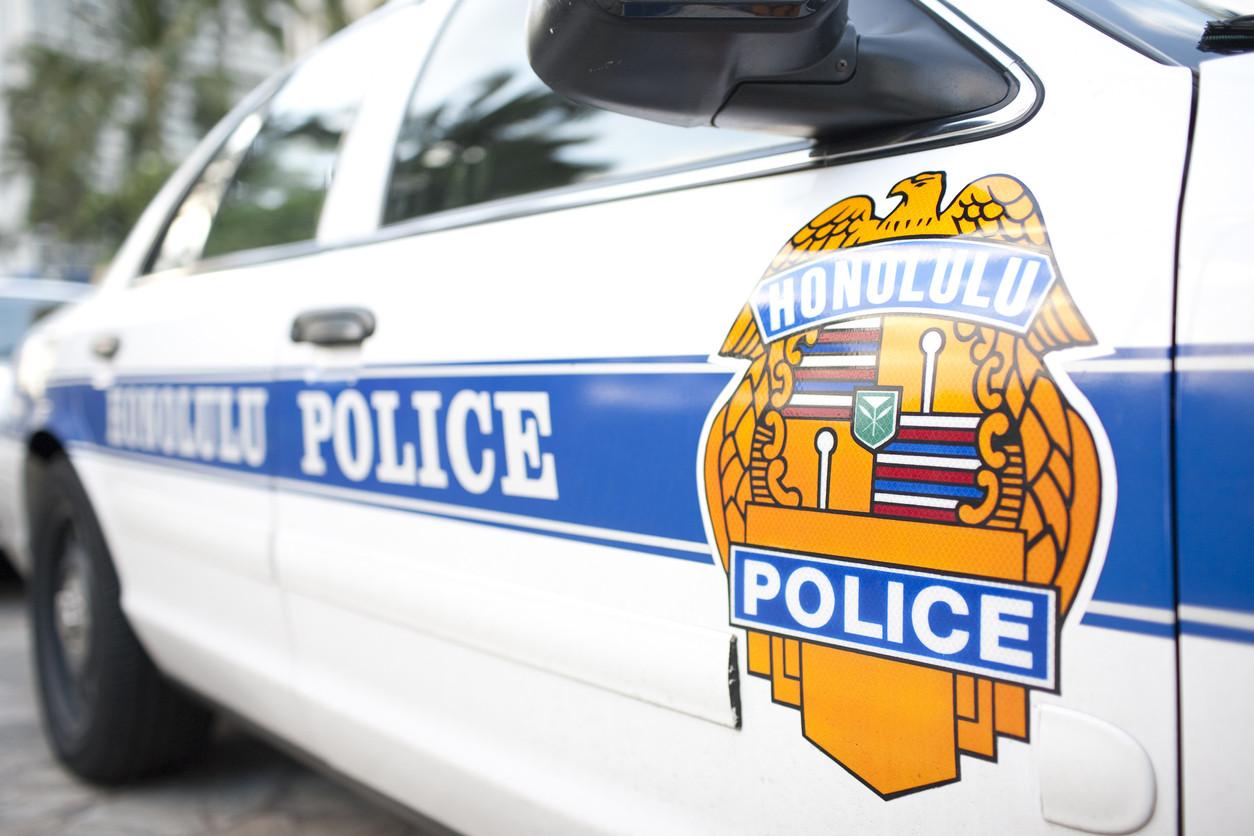 Dois polícias detidos por obrigar sem-abrigo a lamber urinol público