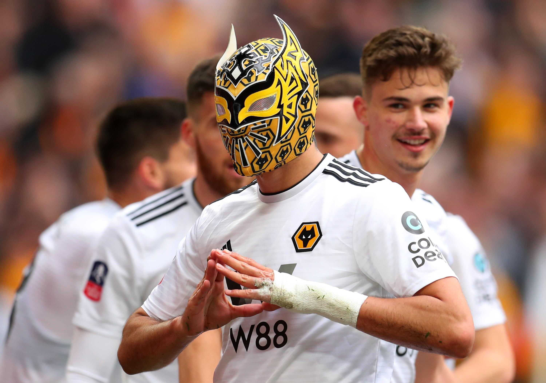 """Jogador do Watford arrasa Jiménez: """"Ele que se divirta com a máscara"""""""