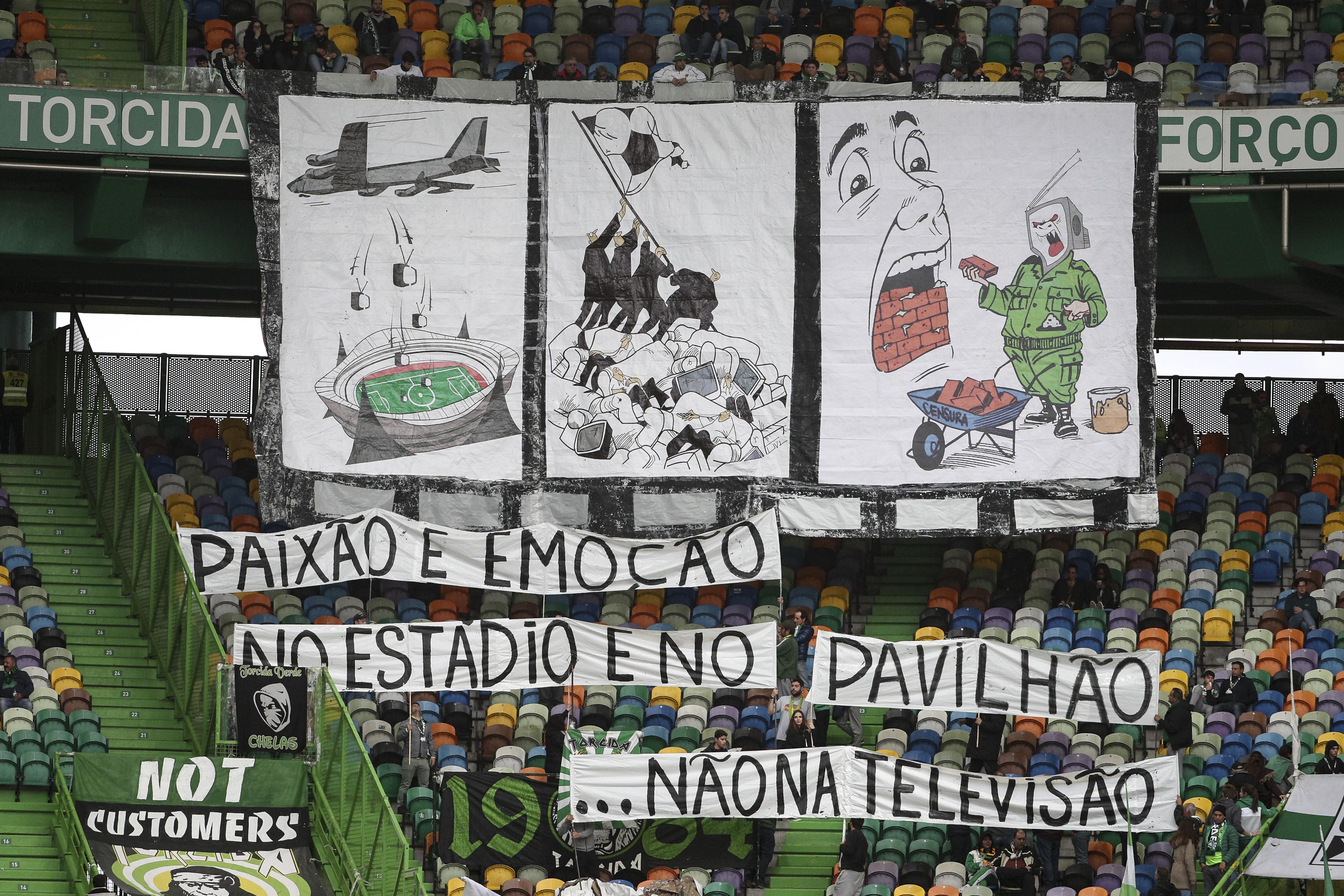 Claque do Sporting deixa recado nas bancadas