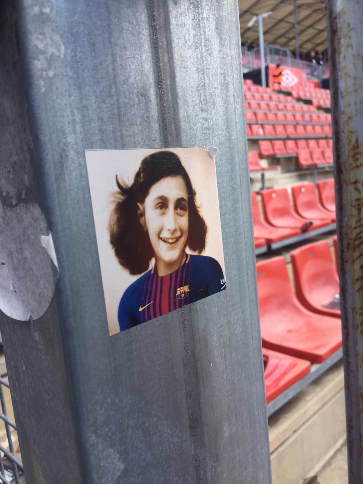 Colocaram imagens de Anne Frank com a camisola do Barcelona em Girona
