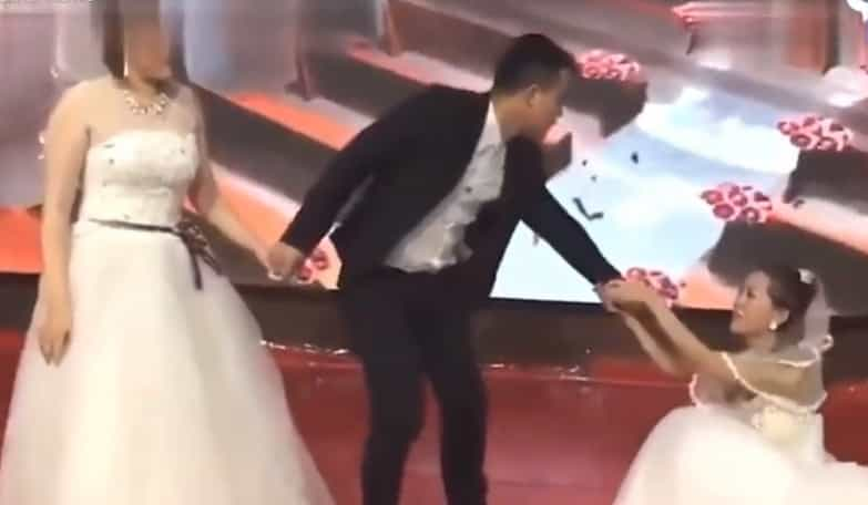 Noivo surpreendido por 'ex' vestida de noiva no dia do seu casamento