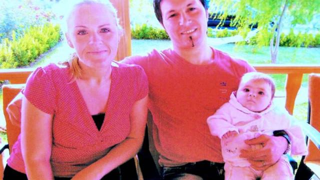 Mulher esfaqueia o marido no local onde tatuara o nome da falecida filha