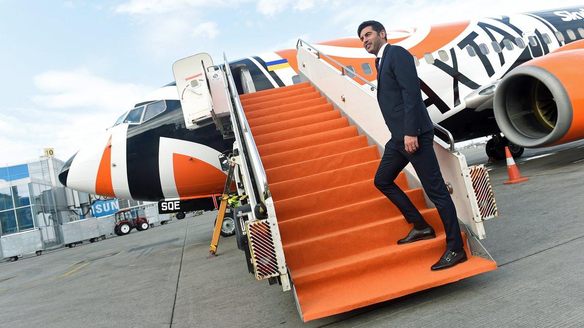 Paulo Fonseca liderou a comitiva do Shakhtar na exibição do novo... avião