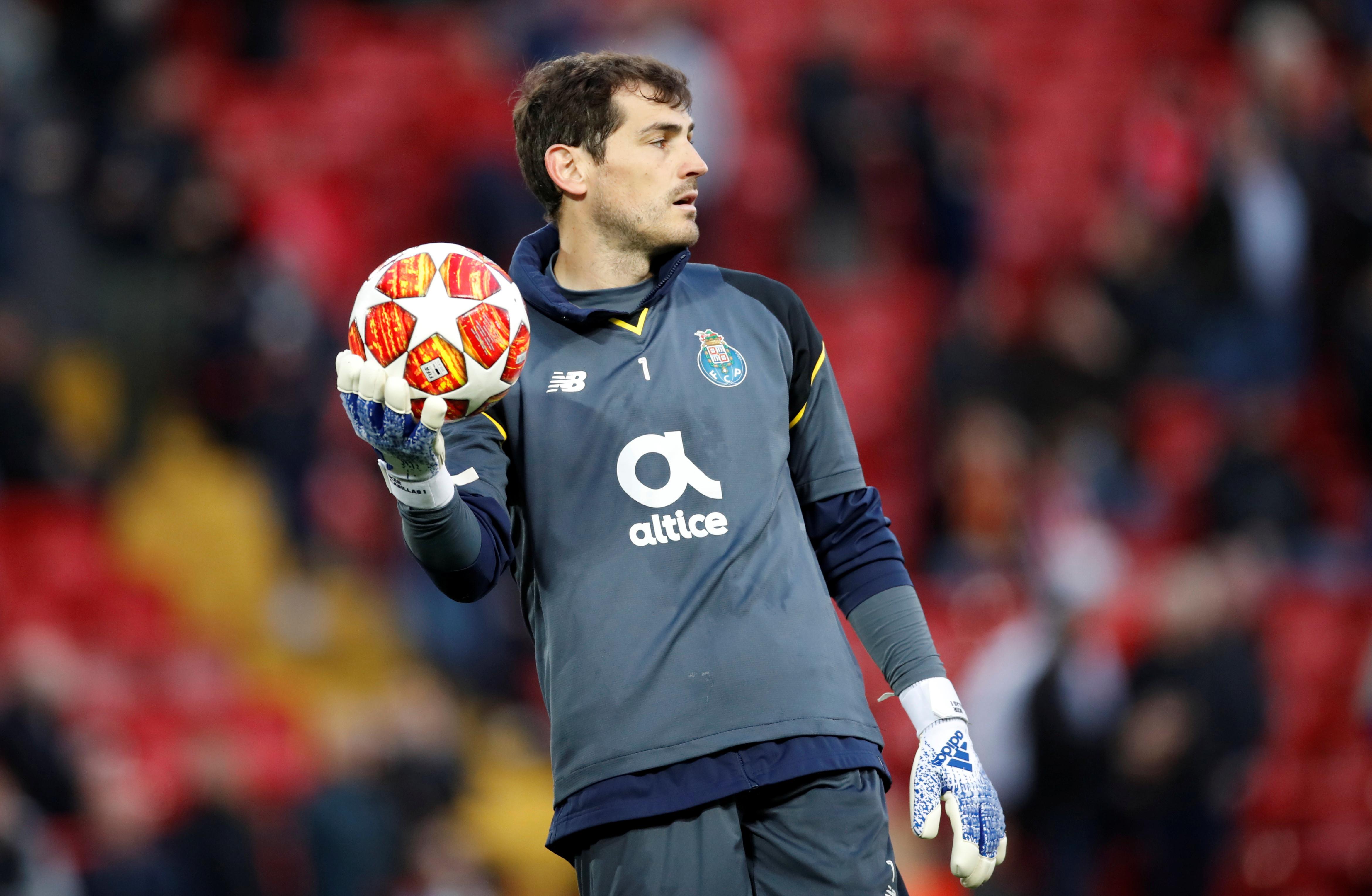 Iker Casillas agradece nova ovação em Anfield