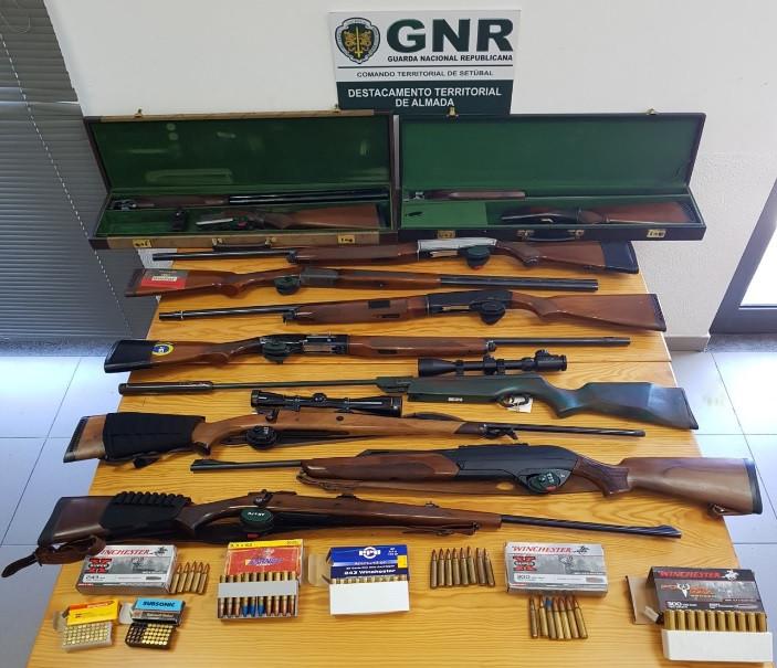 Costa de Caparica: Homem tinha em casa 12 armas e 152 munições