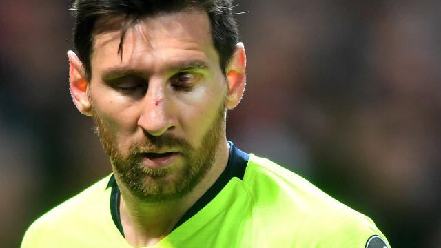 Busquets comenta estado de Messi depois da entrada dura de Smalling