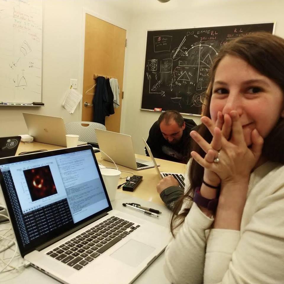 Estudante do MIT ajudou a criar a primeira imagem de buraco negro