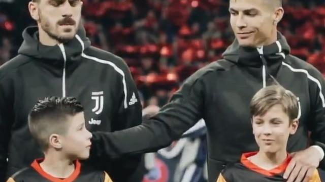 Há um gesto de Cristiano Ronaldo que está a encantar as redes sociais