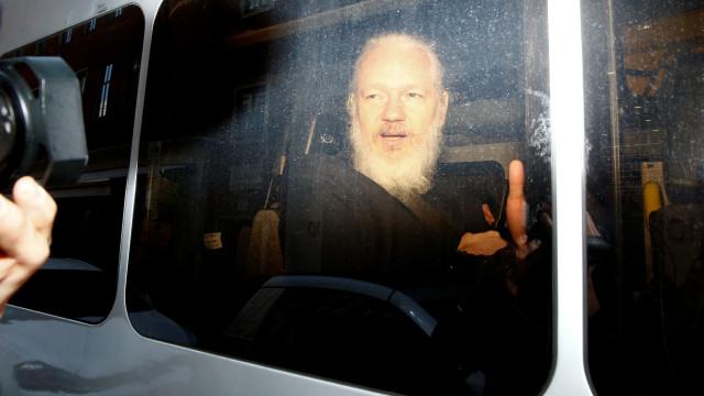 França não vai oferecer asilo a Assange a menos que este peça