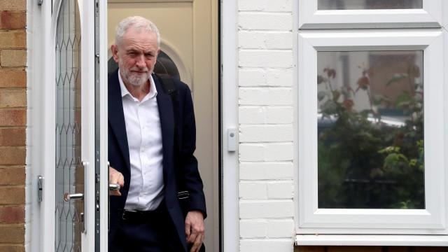 """Brexit: Negociações têm sido sérias, mas May """"tem que fazer cedências"""""""