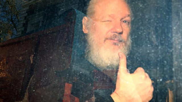 Assange acusado de pirataria informática e conspiração pelos EUA