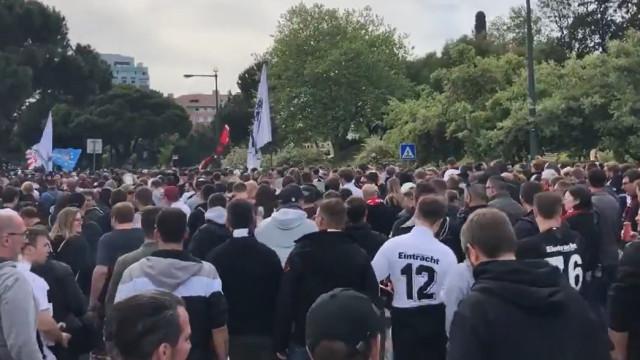 'Invasão alemã': Adeptos do Eintracht Frankfurt já estão a caminho da Luz