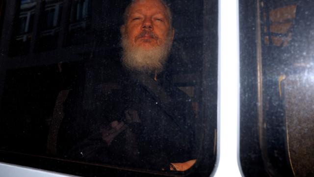 Julian Assange: Detido em Londres e reclamado pelos EUA