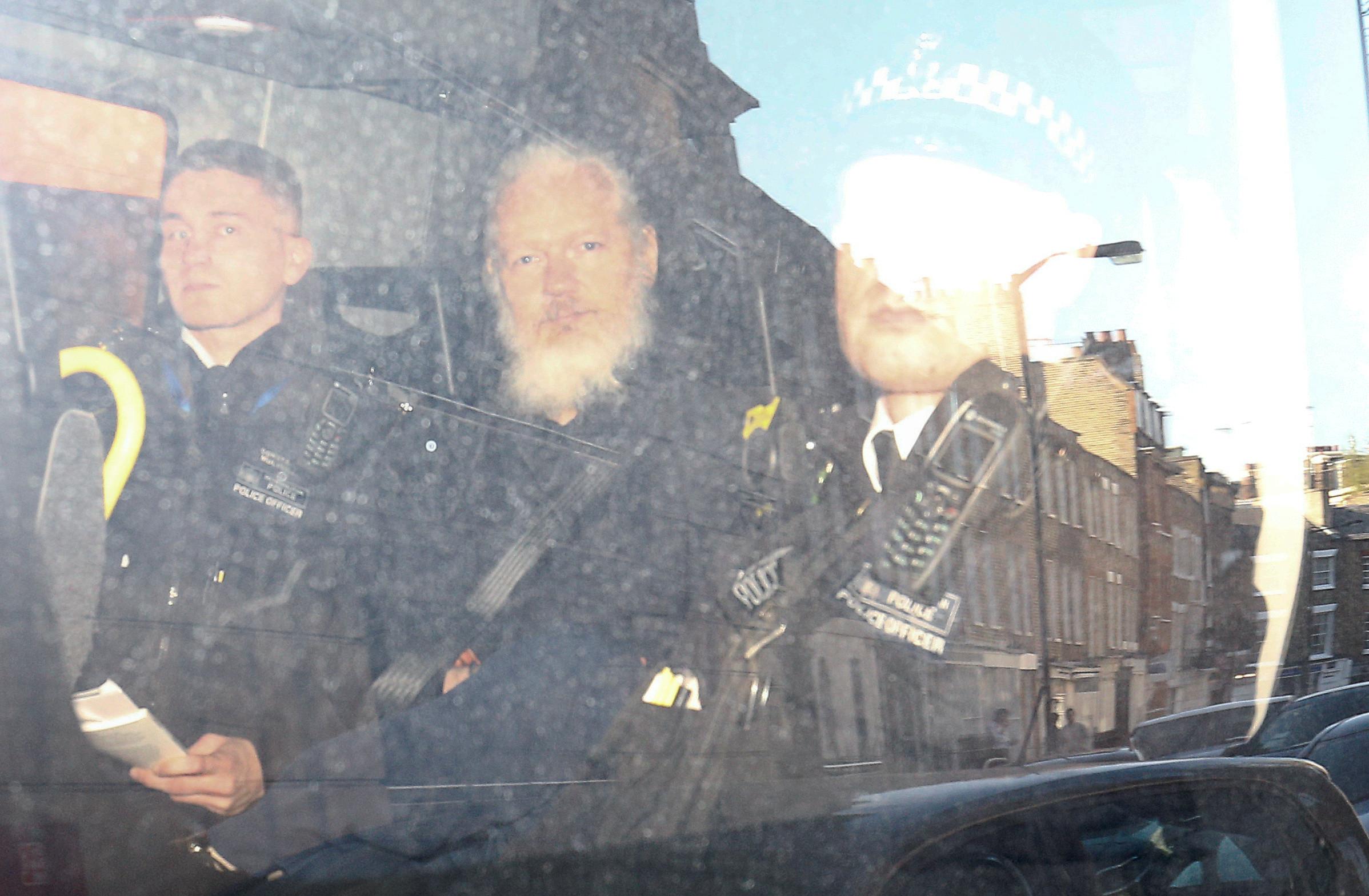 Suécia considera reabrir investigação de Assange em caso de violação