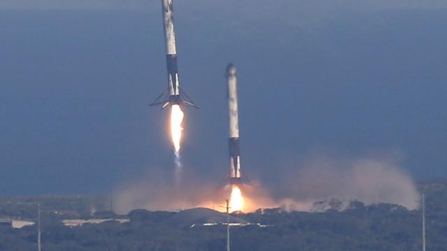 SpaceX volta a fazer história com três aterragens em simultâneo