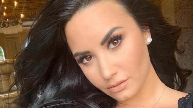 Demi Lovato muda de visual com novo corte de cabelo