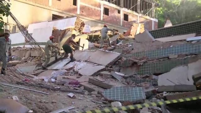 Dois prédios ilegais desabam no Rio de Janeiro. Há pessoas sob escombros