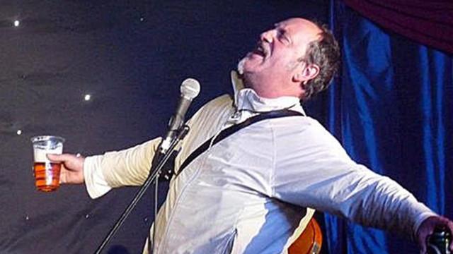 """Comediante britânico morre em palco. """"Todos pensámos que era a brincar"""""""