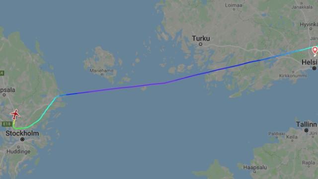 Avião declara estado de emergência e desce 20 mil pés em quatro minutos