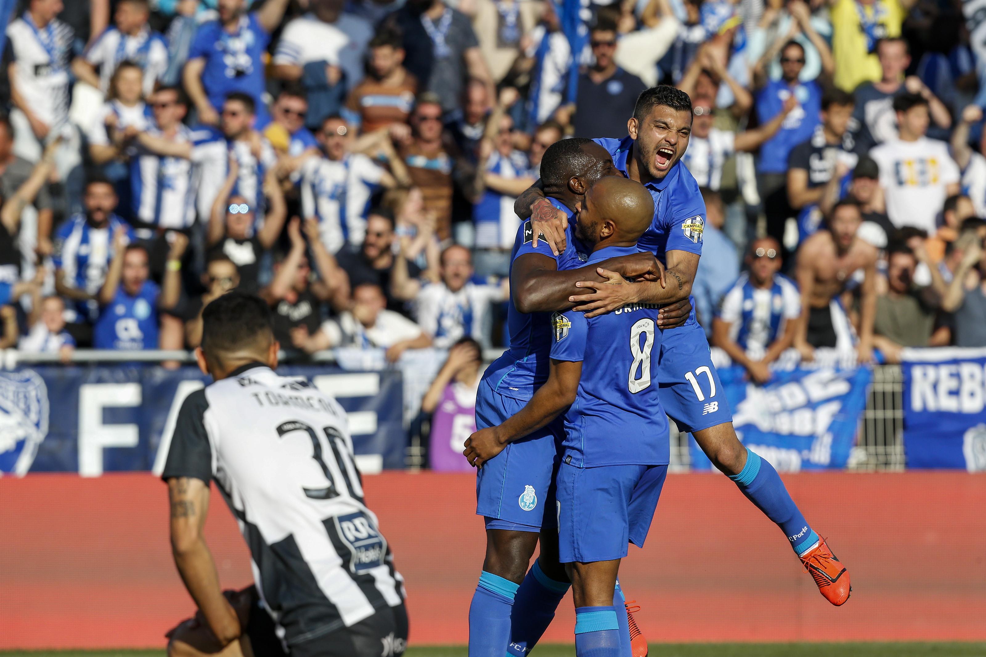 Dragão passa 'final' em Portimão e assume liderança provisória da I Liga