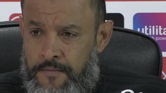 NES: Treinador do Wolves deixa sala de imprensa após pergunta incómoda