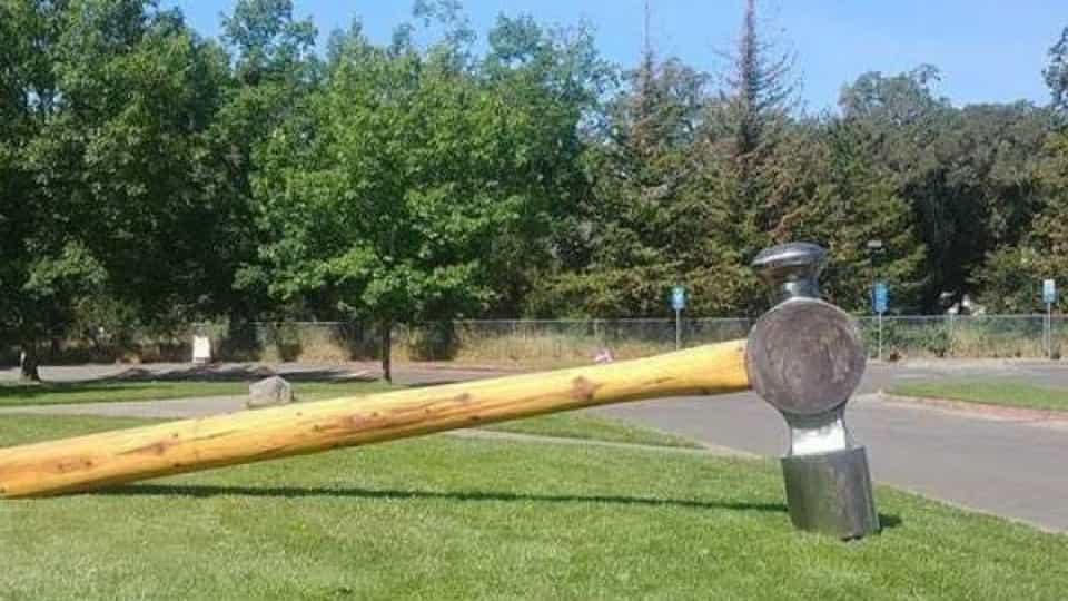 Parte de martelo de 360 quilos roubado na Califórnia foi devolvido