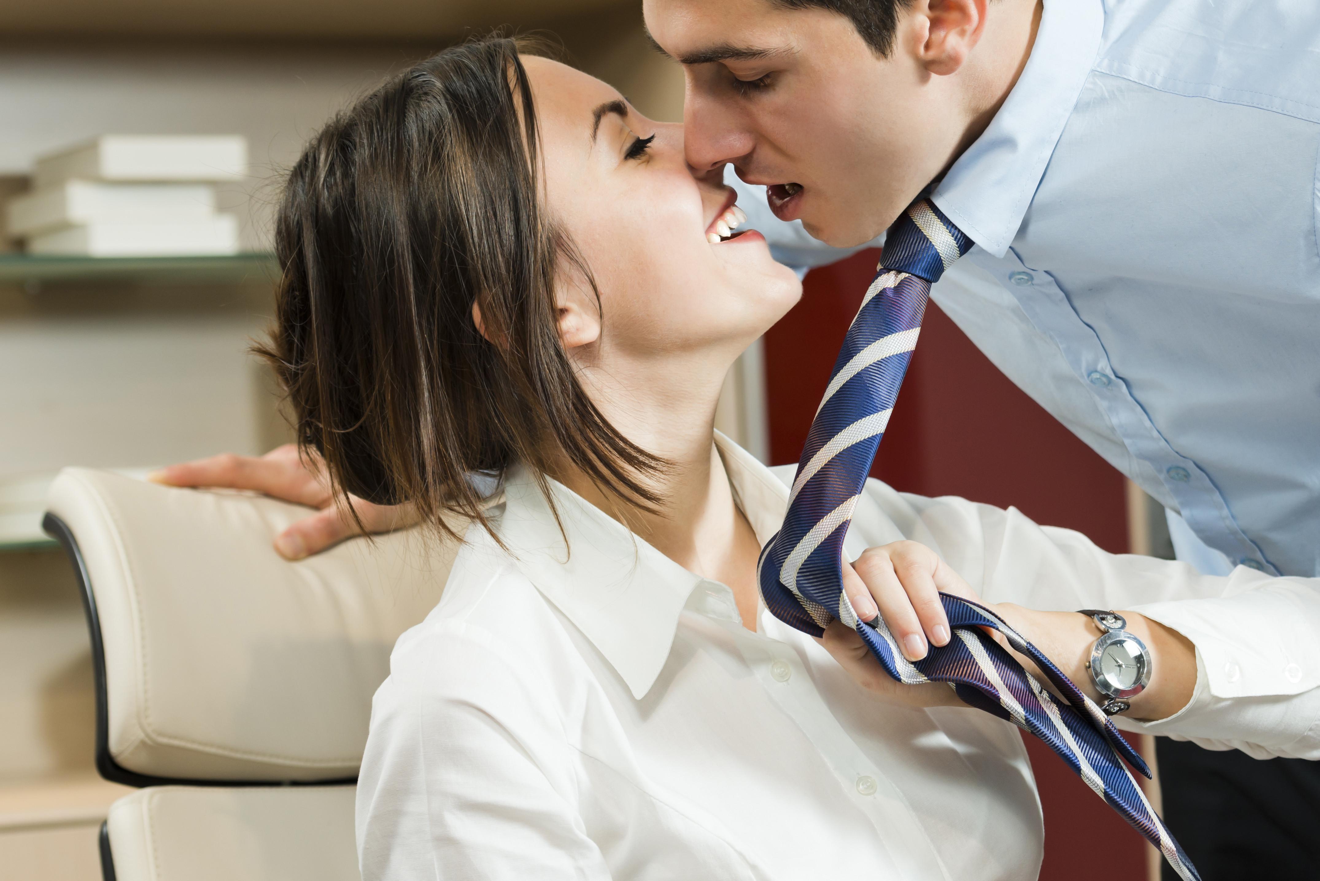 Para 40% das mulheres traição começa no local de trabalho