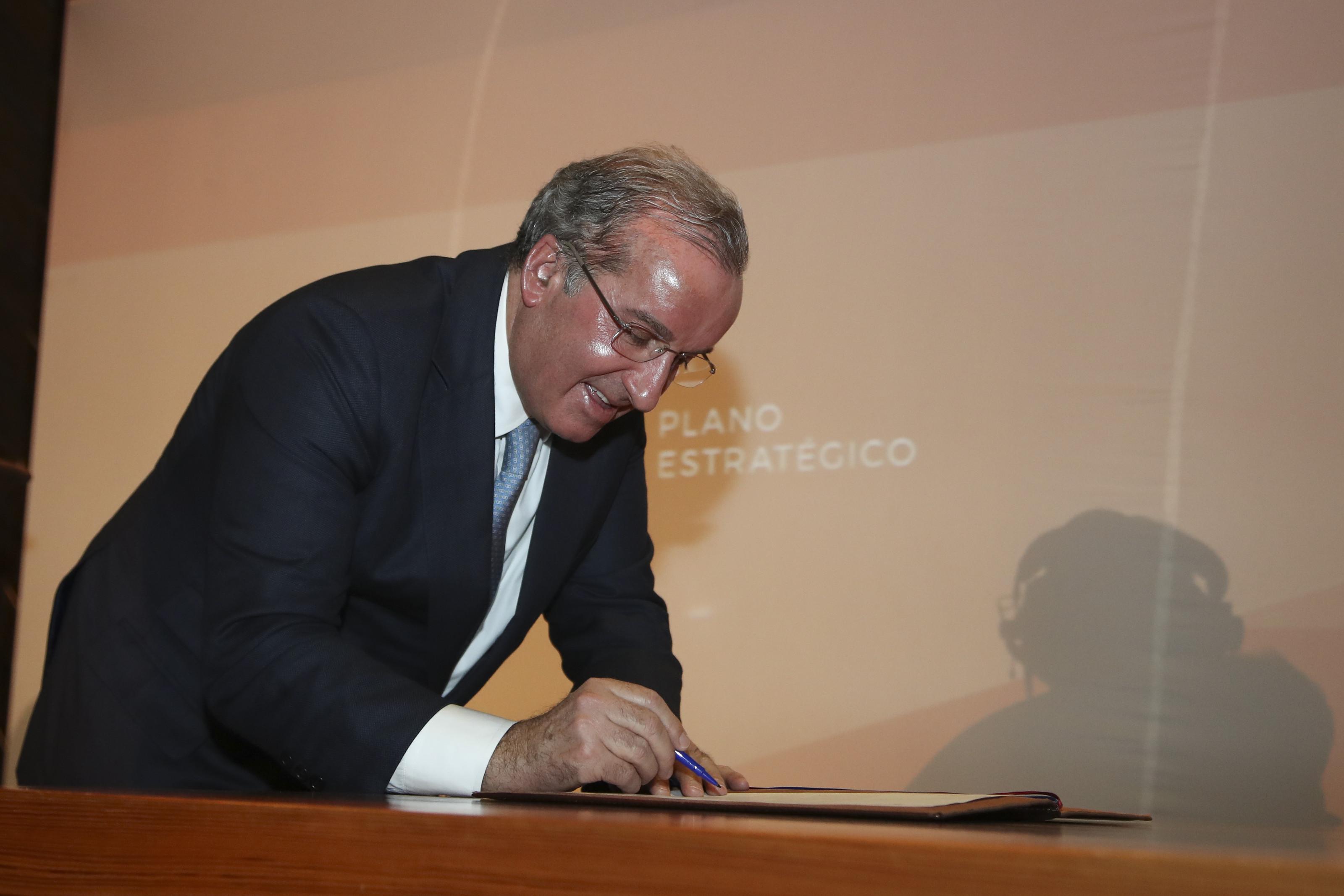 Tribunal decreta perda de mandato de presidente da Câmara da Maia