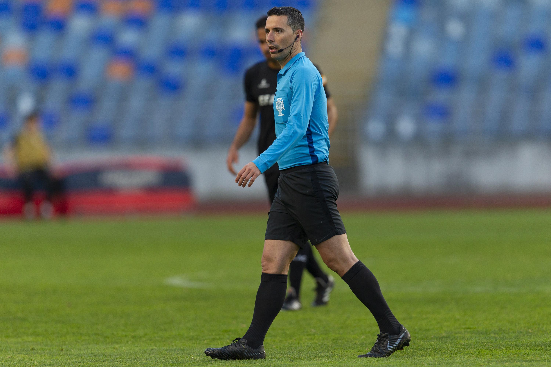 Jogadores têm de redobrar a atenção com estes árbitros portugueses