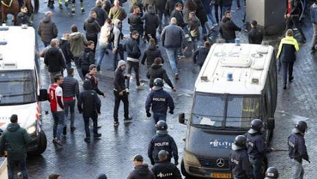 Juve-Ajax já começou e da pior maneira: Cinco adeptos holandeses detidos