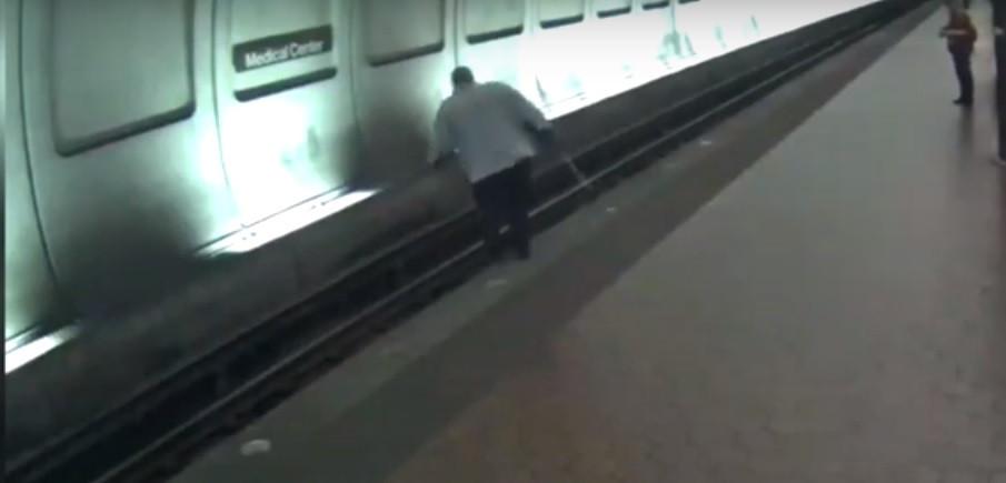 Homem cego caiu na linha de metro pouco antes do comboio chegar