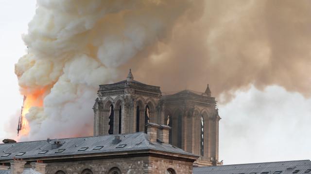 As imagens do incêndio que queimou uma parte de França