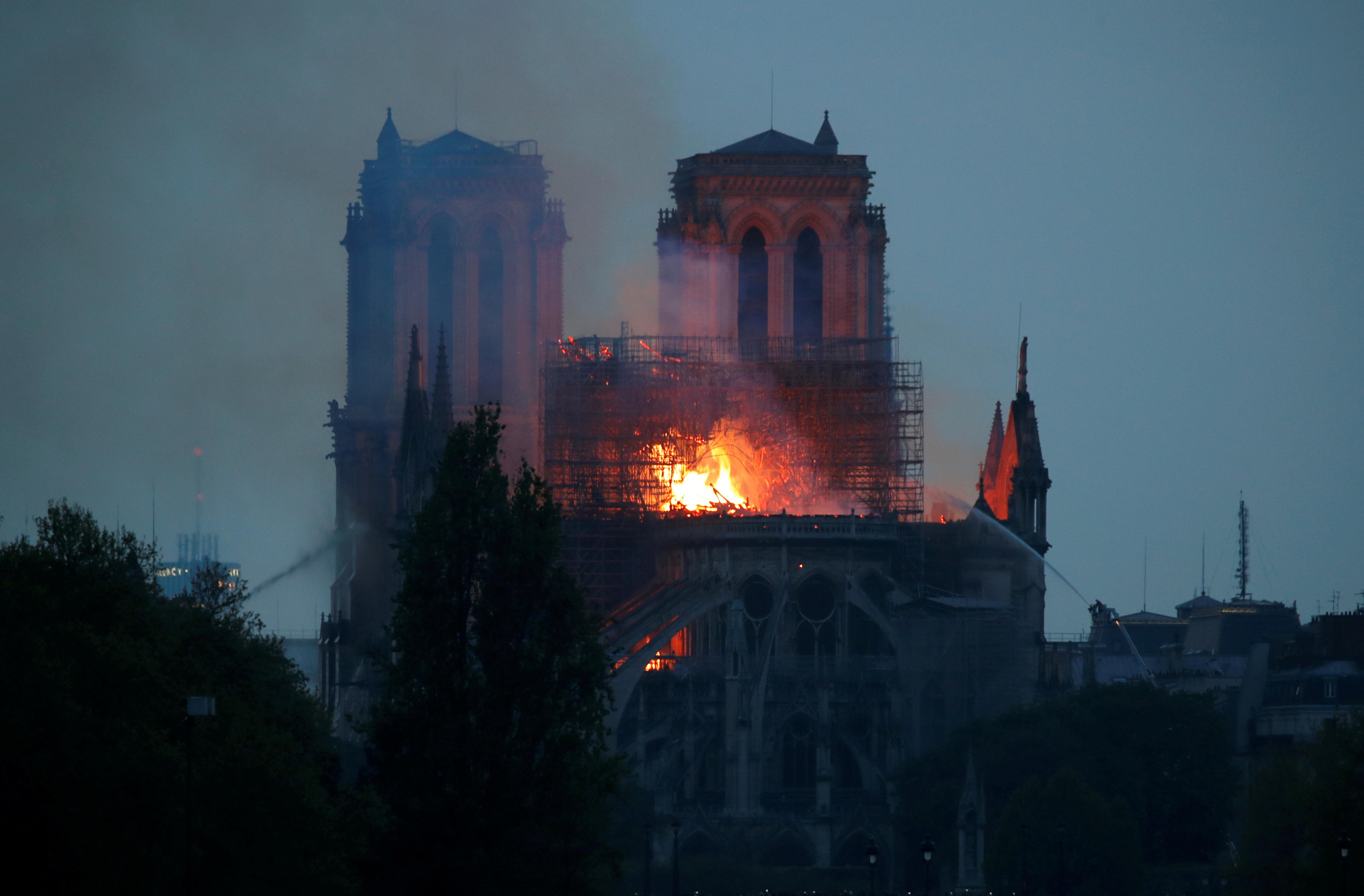 """Obama diz que Notre-Dame é """"um dos grandes tesouros do mundo"""""""