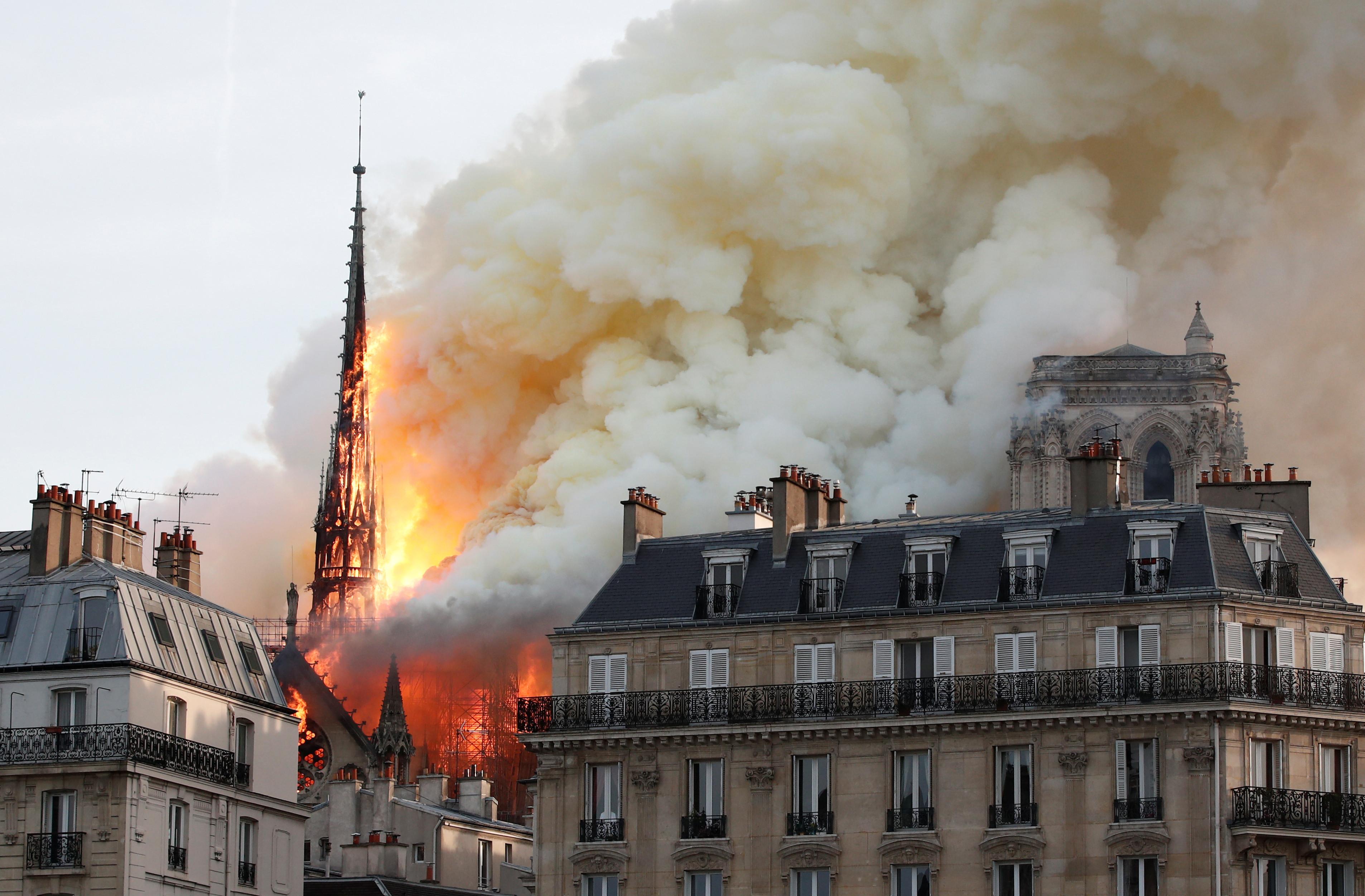 Notre-Dame: Procuradoria francesa abre investigação às causas do incêndio