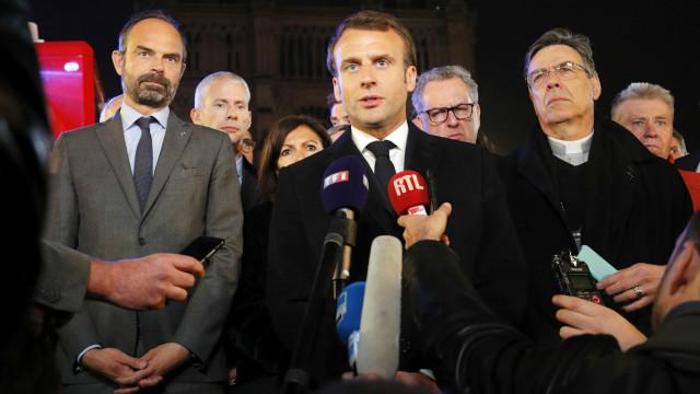 """""""Vamos reconstruir Notre-Dame. É o que a nossa história merece"""""""