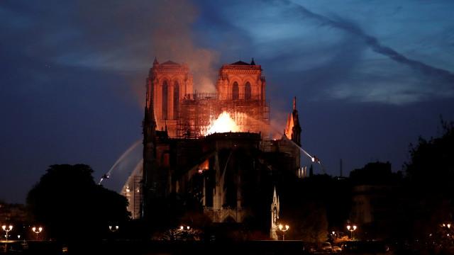 Realidade virtual mostra-lhe o interior da Notre-Dame antes de incêndio