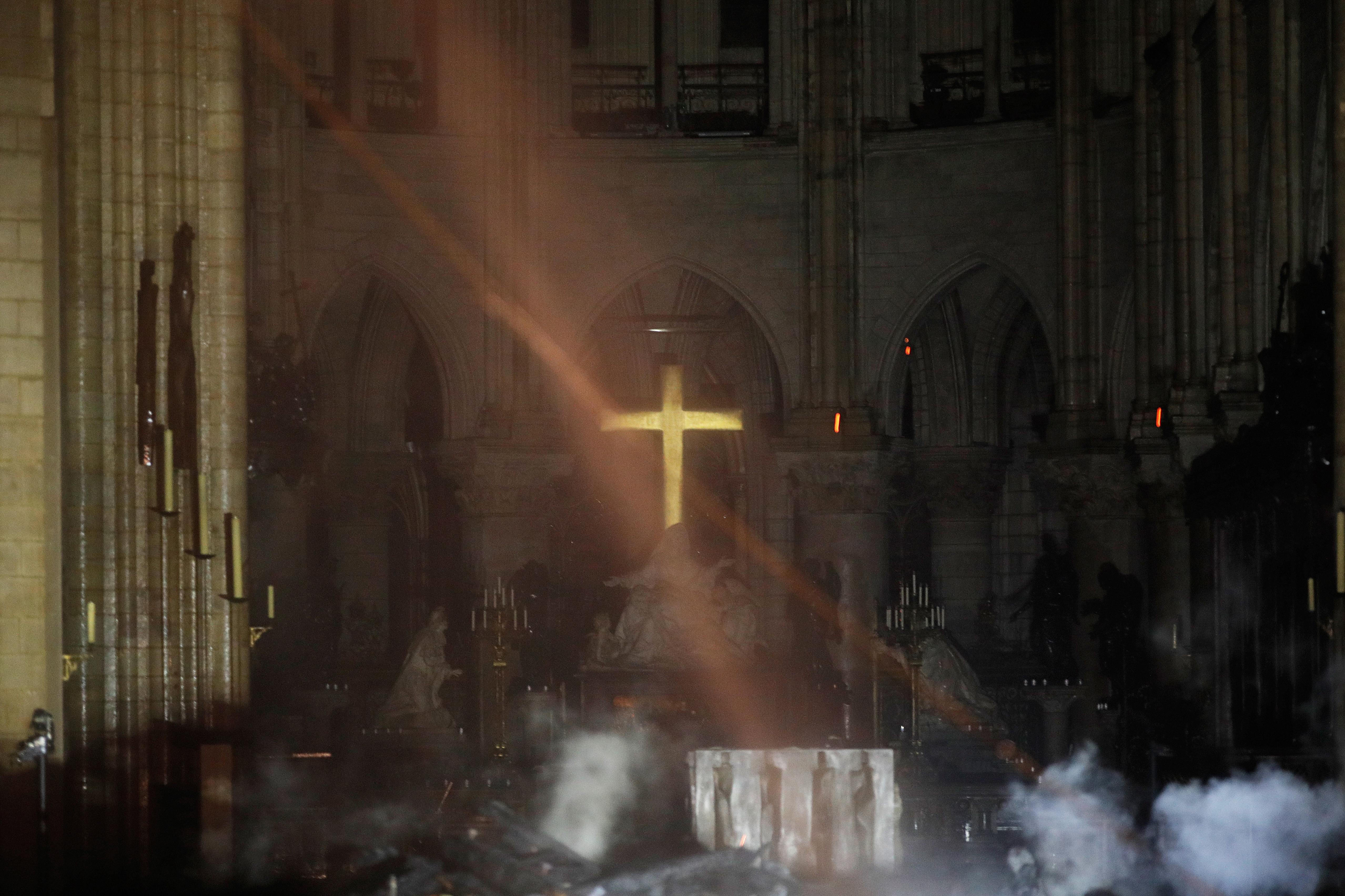 Imagens mostram o interior de Notre-Dame após tragédia