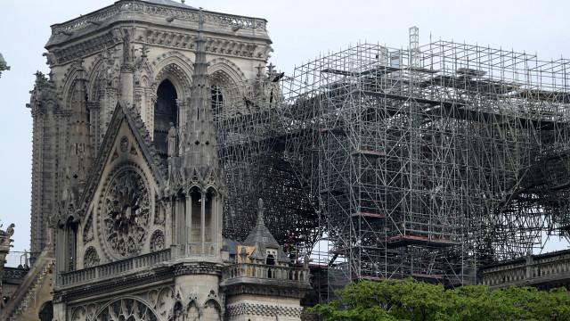 Começaram os trabalhos de cobertura e proteção da catedral de Notre-Dame