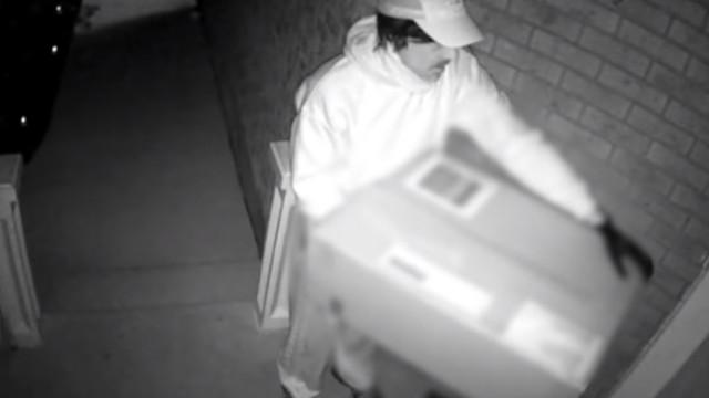 Polícia canadiana procura falso estafeta que disparou besta sobre mulher