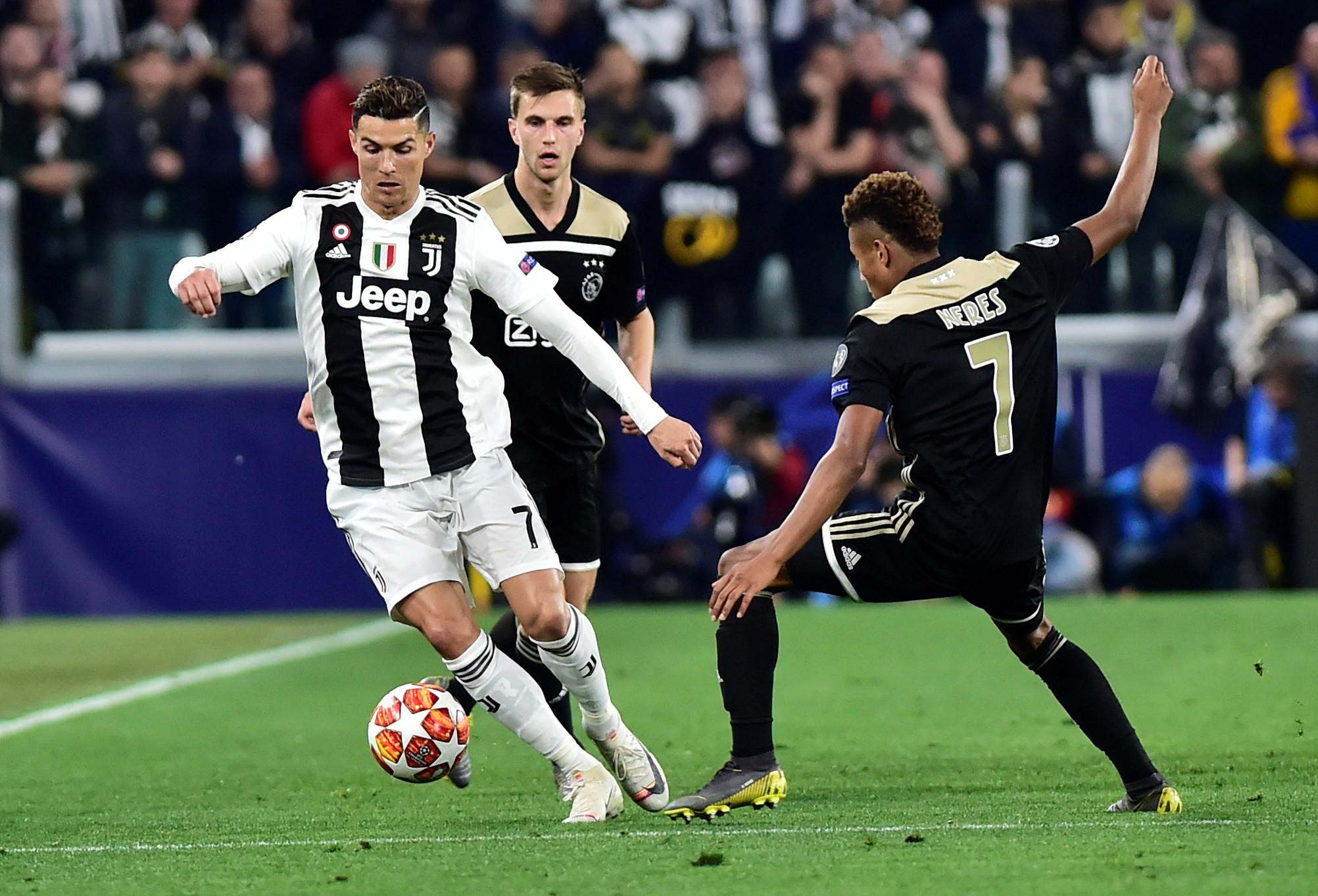 [1-1] Szczesny evita o golo do Ajax com defesa brilhante
