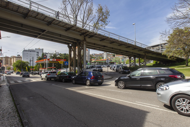 As imagens das filas de trânsito (para abastecer) que provocaram o caos