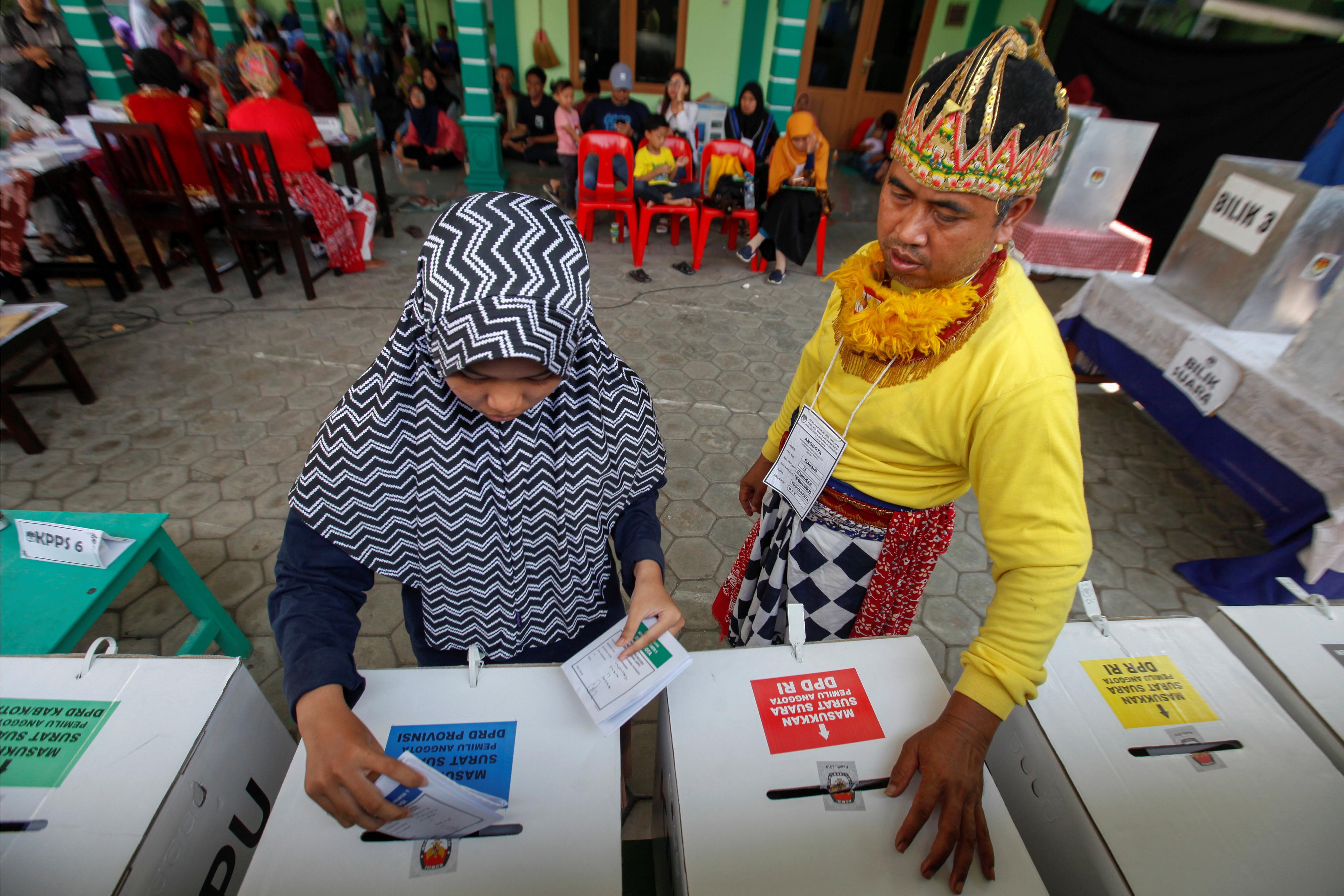 Urnas já encerraram na Indonésia. Candidatos otimistas com resultados