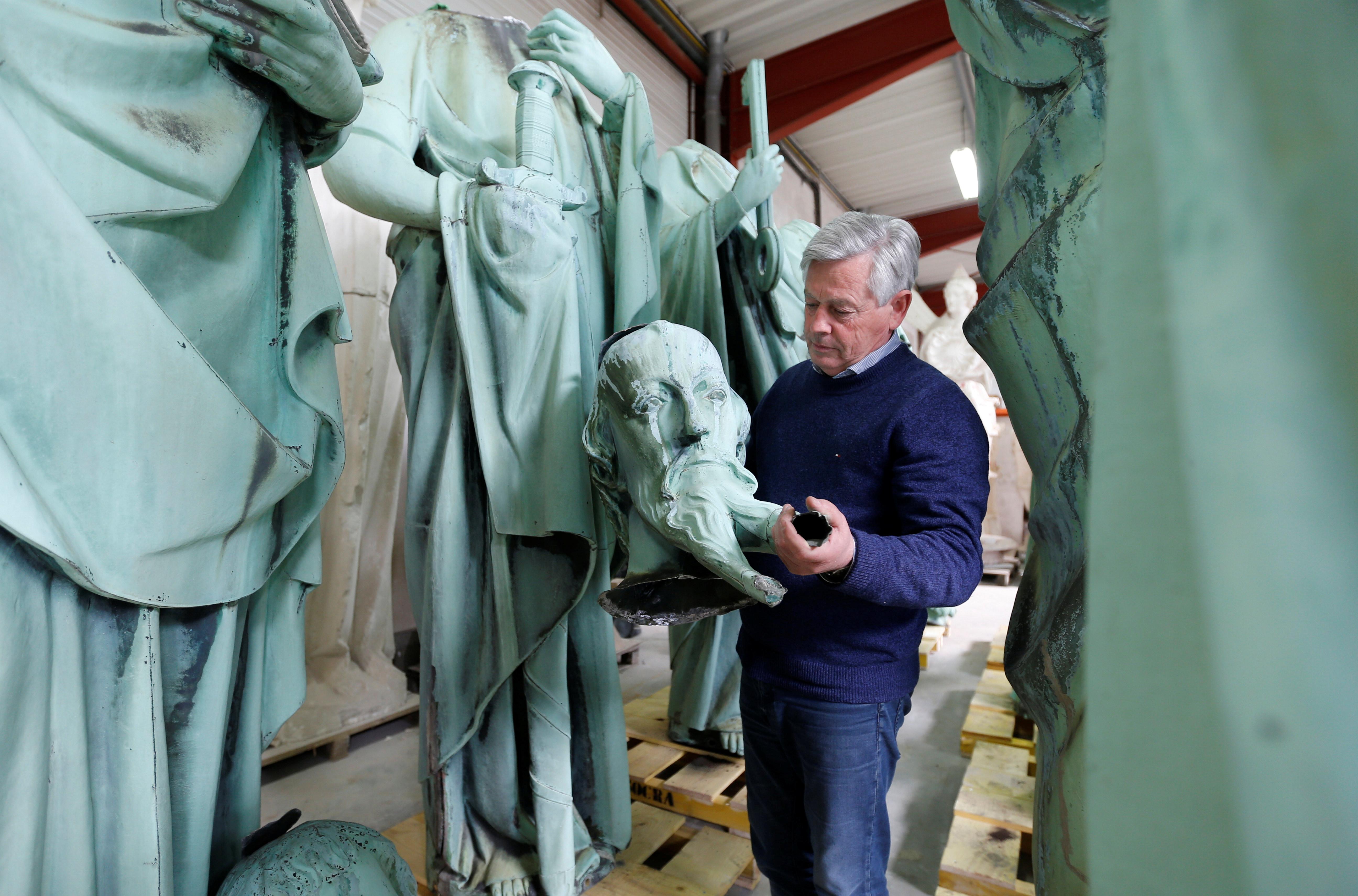 O 'milagre' das estátuas que se salvaram do incêndio de Notre-Dame