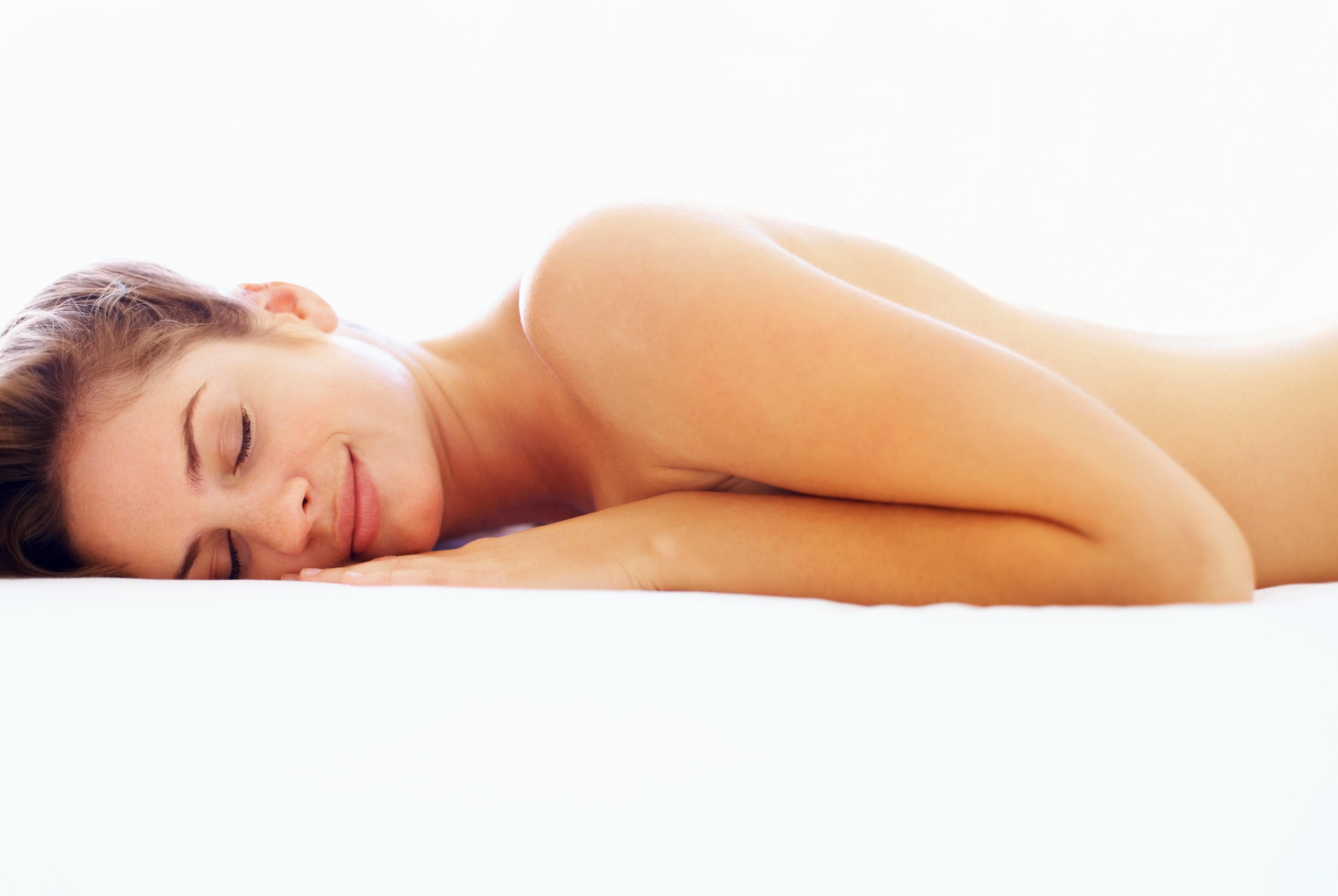 Cinco motivos para dormir sem almofada